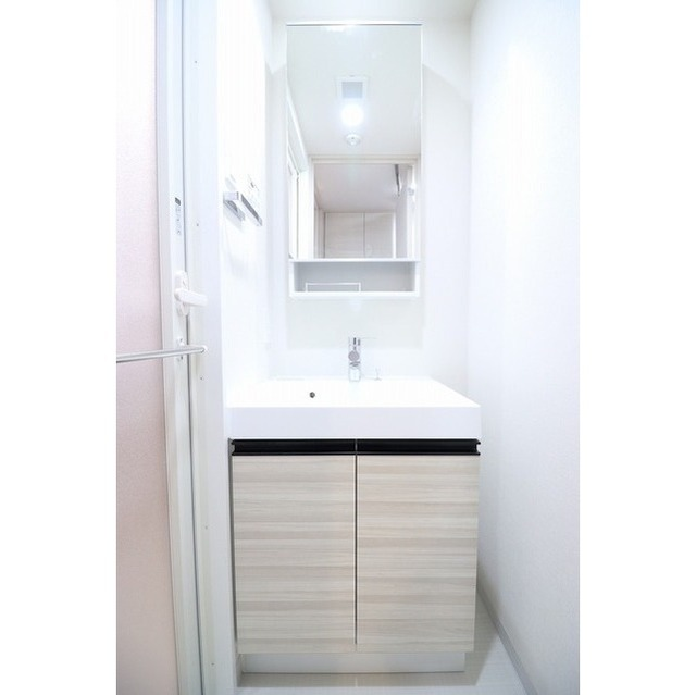 コンフォリア志村坂上 303号室の洗面所