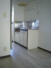 セブンハイツ 103号室のキッチン