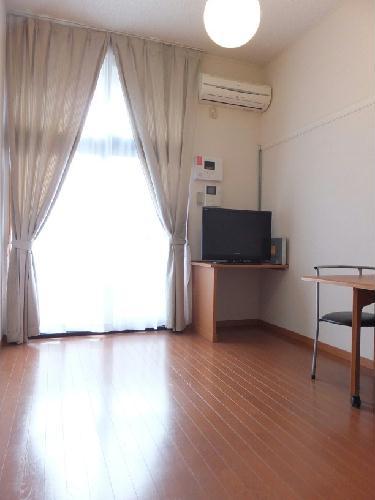 レオパレスアサヒ アズール 107号室のリビング