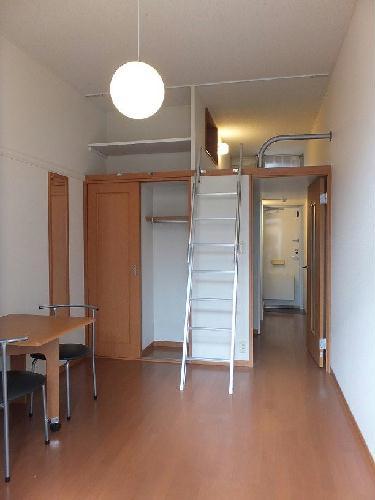レオパレスアサヒ アズール 302号室のリビング