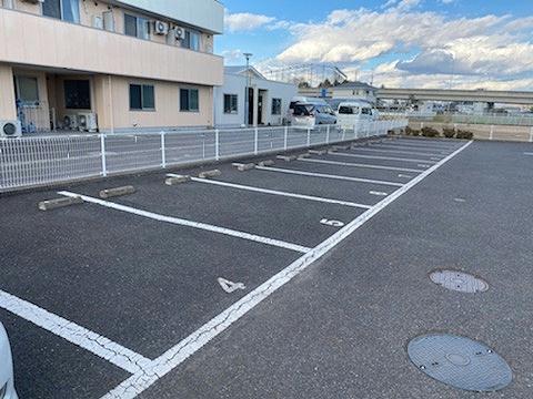 レオパレスサンライズ はしかべ 202号室の駐車場