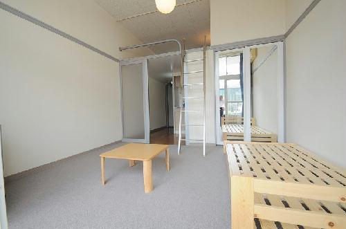 レオパレスI's 104号室のリビング