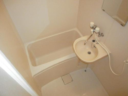 レオパレスI's 104号室の風呂
