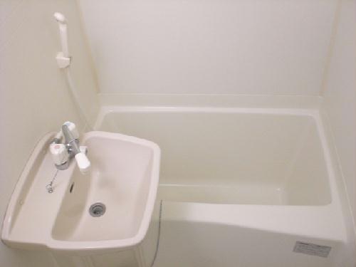 レオパレスノワール 106号室の風呂