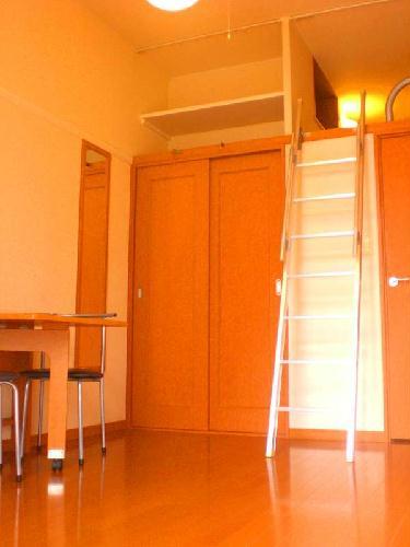 レオパレスノワール 106号室のリビング