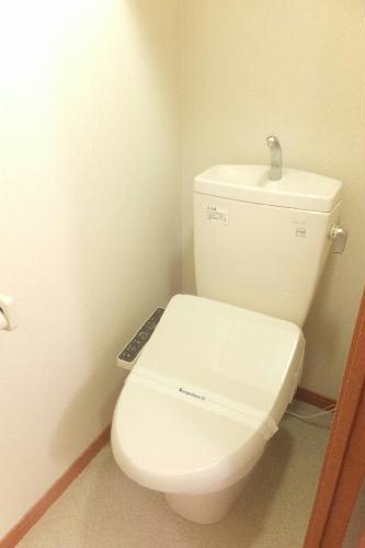 レオパレスレインボー シャトウ 101号室のトイレ