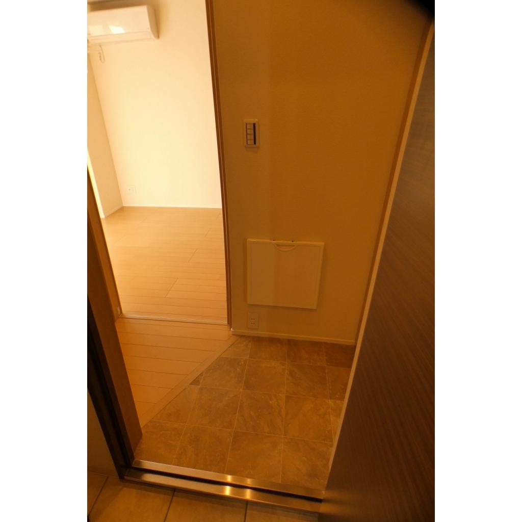 レジデンス西尾久 102号室の玄関