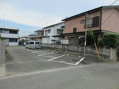 レオパレス深谷 106号室の駐車場