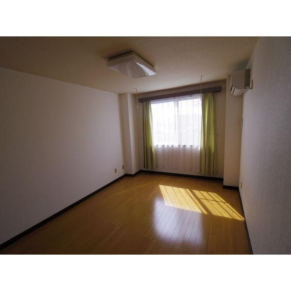 第二山本ビル 303号室の居室