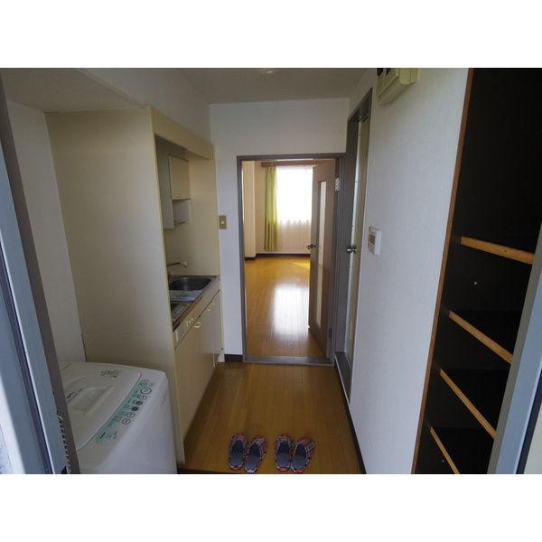 第二山本ビル 303号室の玄関