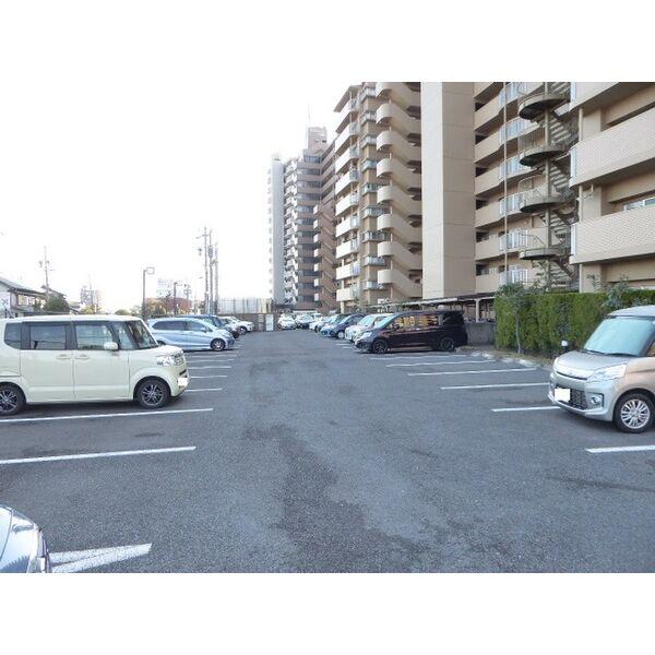 サンハウス木曽川 5F号室の駐車場