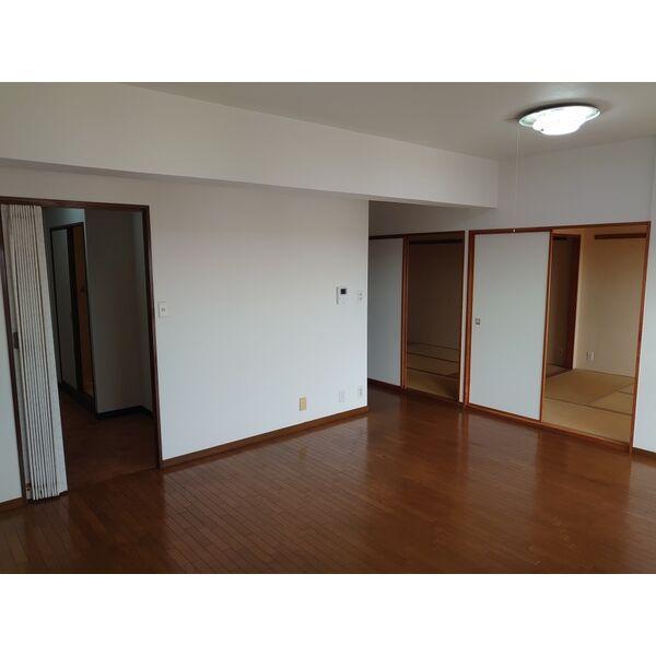 サンハウス木曽川 5F号室のリビング