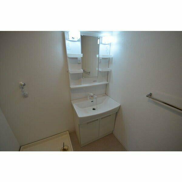 ピボットマンション池下 205号室の洗面所
