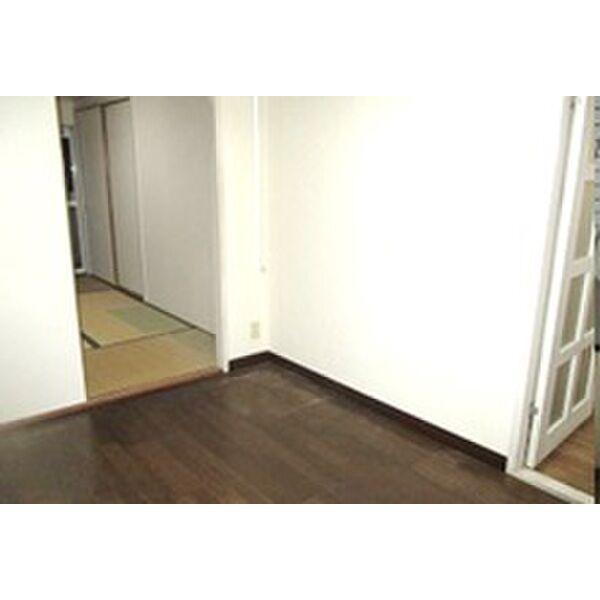 PLEAST田島Ⅱ 301号室のリビング