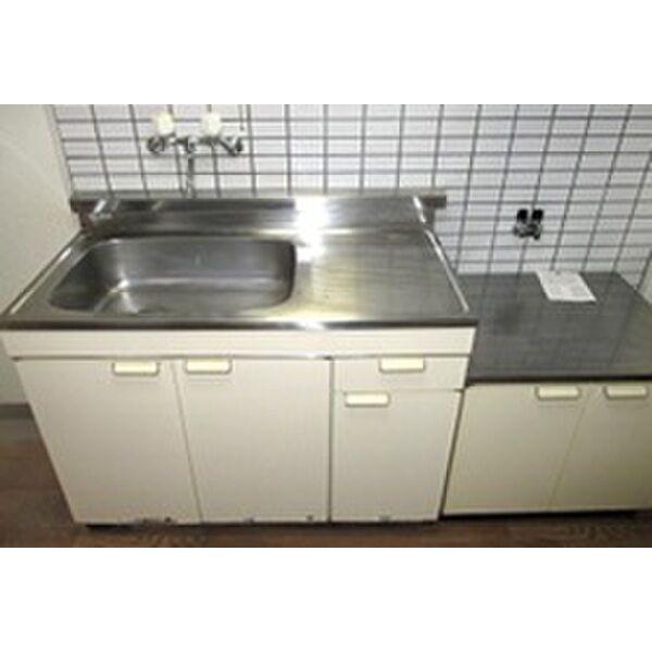 PLEAST田島Ⅱ 301号室のキッチン