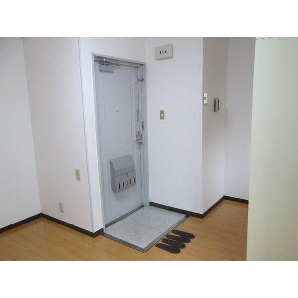 プレアール井高野 306号室の玄関