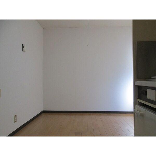 プレアール井高野 305号室のリビング