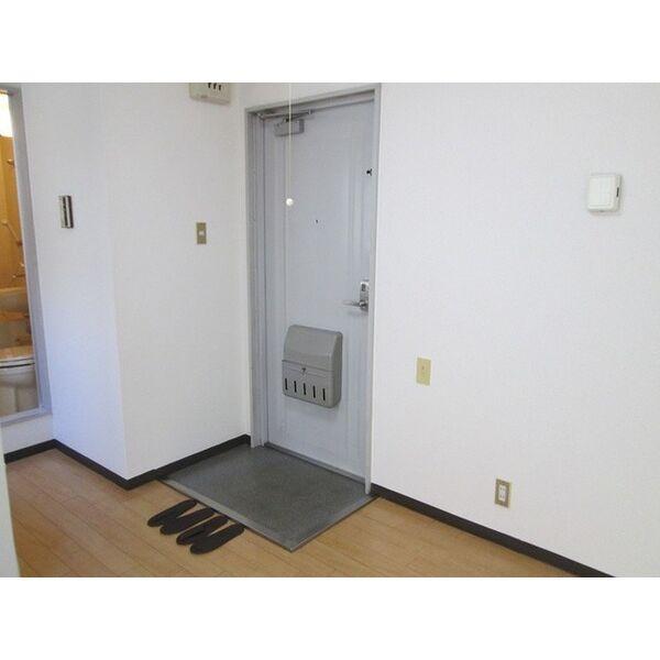プレアール井高野 305号室の玄関