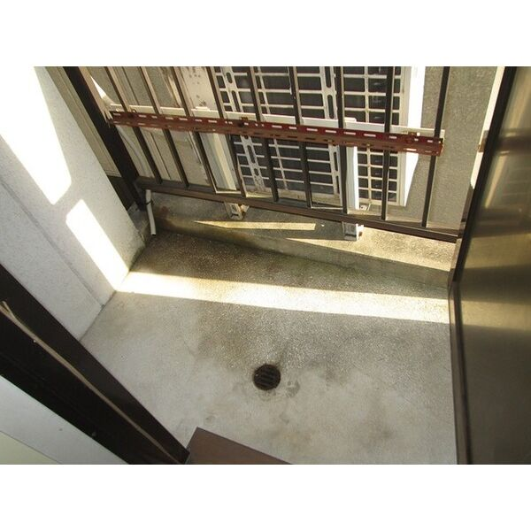 プレアール井高野 305号室のバルコニー