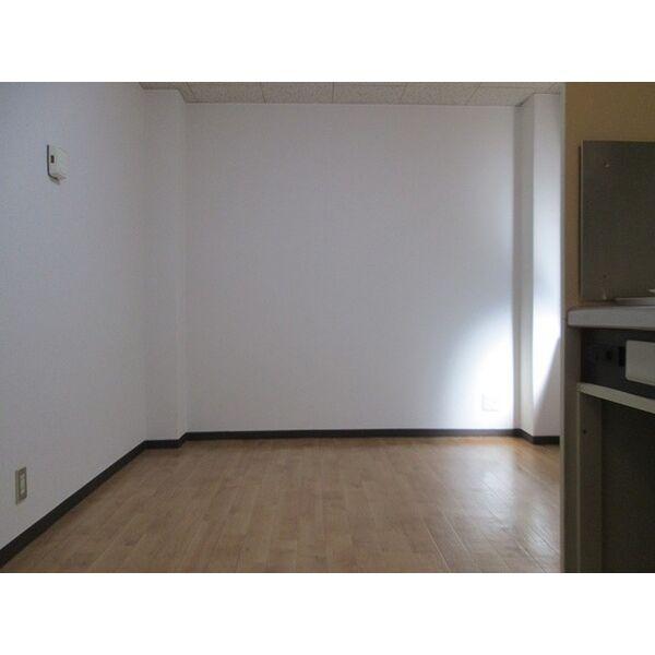 プレアール井高野 202号室のリビング