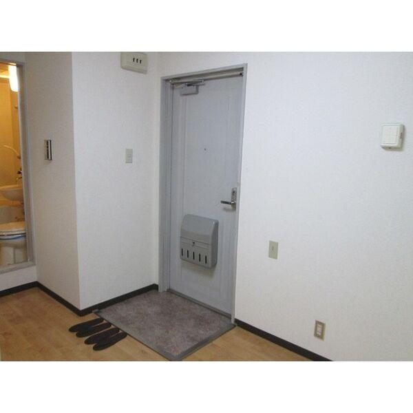 プレアール井高野 202号室の玄関