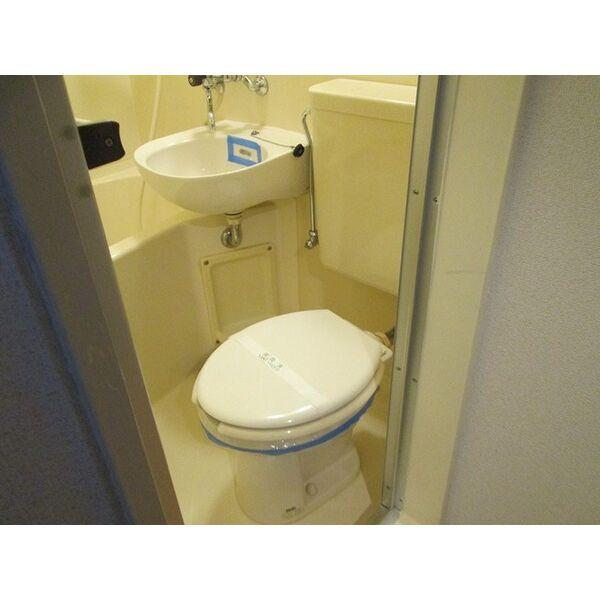 プレアール井高野 205号室のトイレ