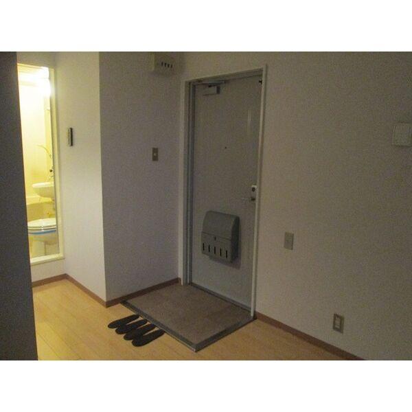 プレアール井高野 205号室の玄関