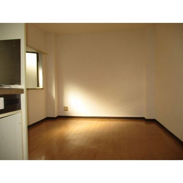 プレアール井高野 303号室のリビング