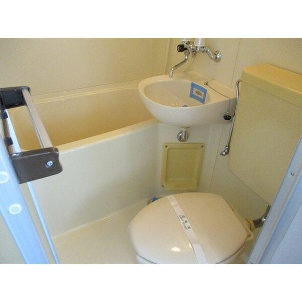 プレアール井高野 303号室のトイレ
