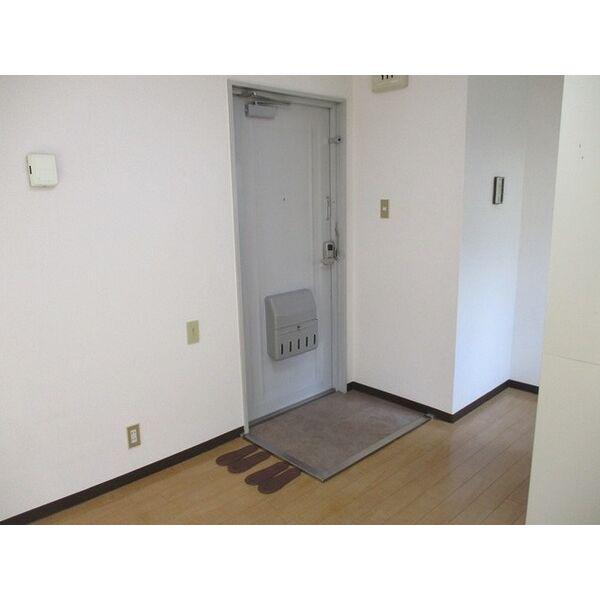 プレアール井高野 303号室の玄関