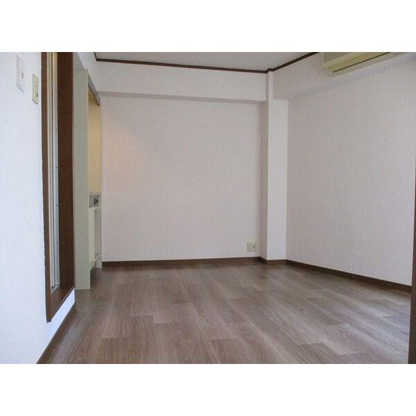 プレアール下新庄Ⅱ 205号室のリビング