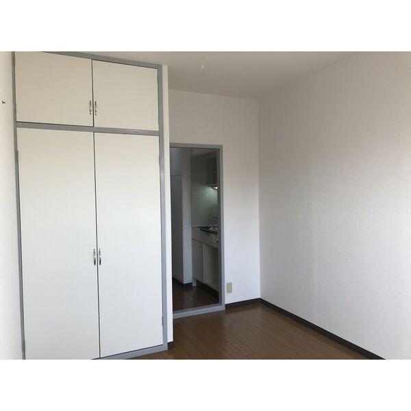 ミリアン稲沢駅前 502号室の居室