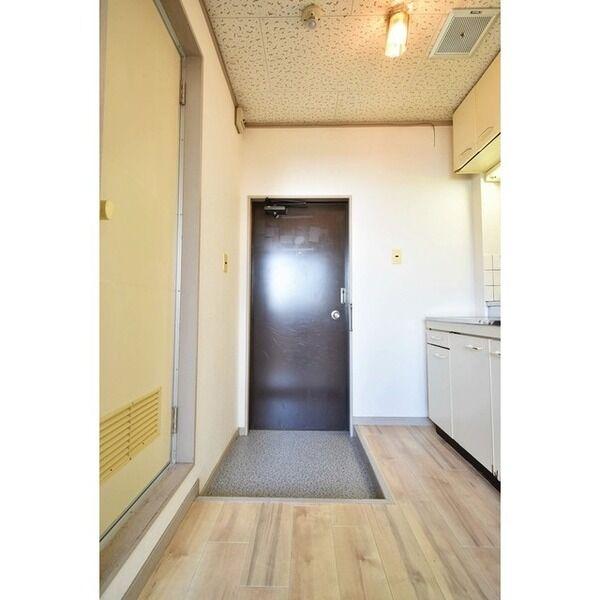 五月ハイツ 0214号室の玄関