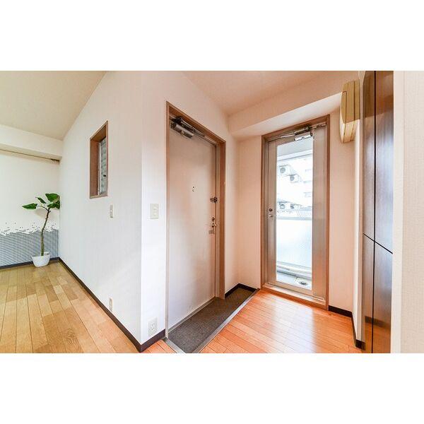 ジラールペルゴ 303号室の玄関