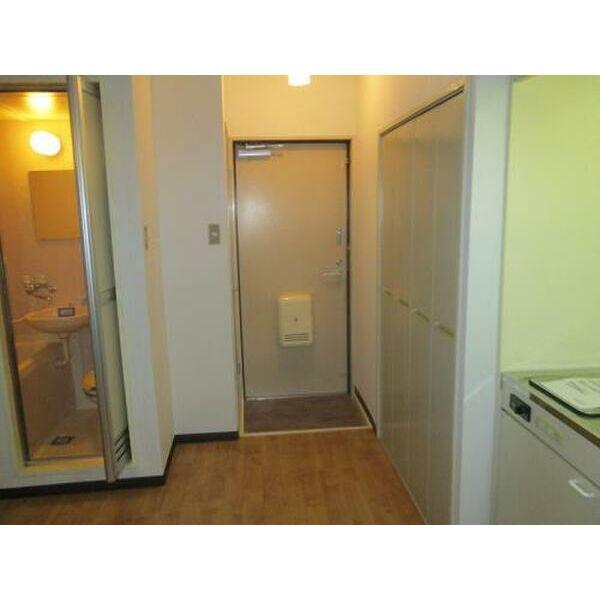 プレアール吹田泉町Ⅱ 102号室の玄関