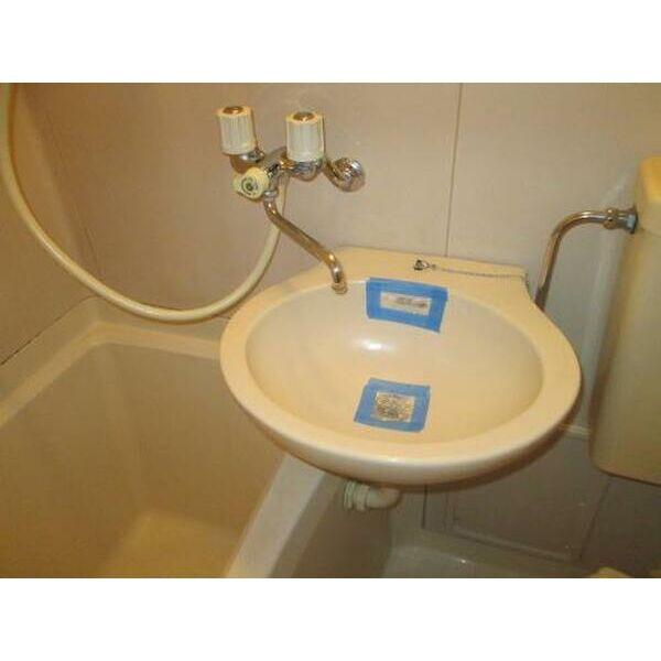 プレアール吹田泉町Ⅱ 102号室の洗面所