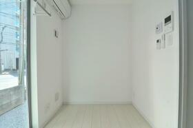 ポンデロッサ学芸大学 0101号室のリビング