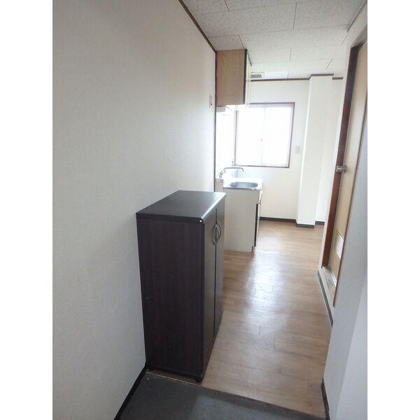 フローラハイツ 501号室の玄関