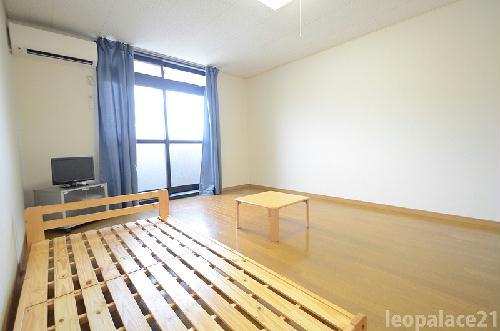 レオパレス三苫セブン 202号室のベッドルーム