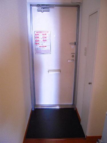 レオパレスひまわりA 203号室の玄関