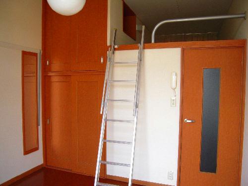 レオパレスY90 103号室のリビング