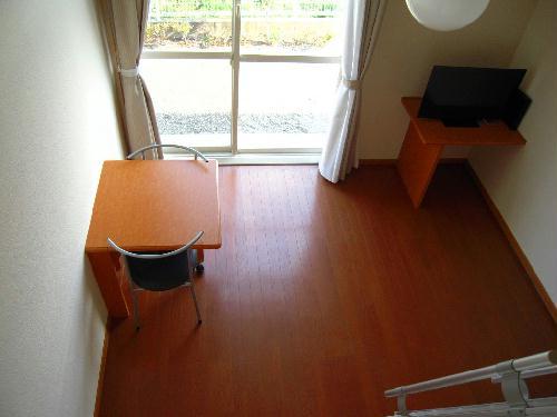 レオパレスY90 203号室のリビング
