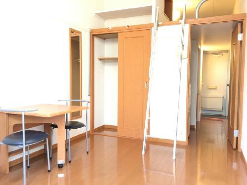 レオパレスキャトル セゾン 205号室のリビング