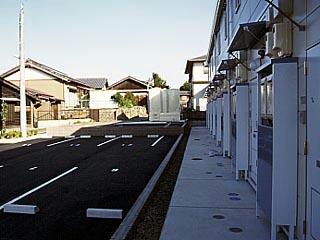 レオパレスONE 204号室の駐車場