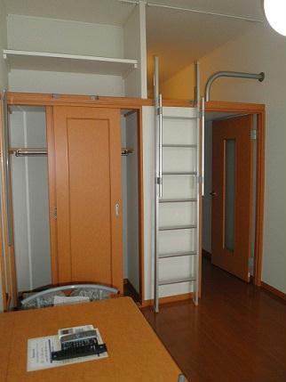 レオパレスヴィラ ラビニア 204号室のリビング