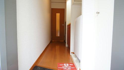 レオパレスコンフォート 201号室の玄関