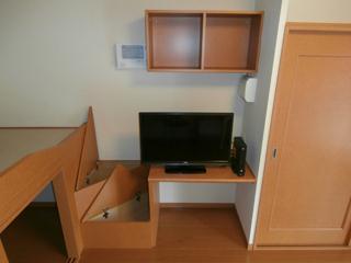 レオパレスイマジン 104号室のベッドルーム