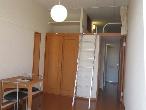 レオパレスラ ミュゼ 105号室のリビング