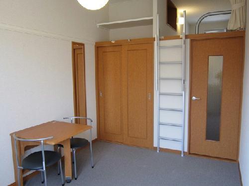 レオパレスラ ミュゼ 202号室のリビング