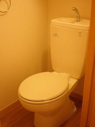 レオパレスセザル 201号室のトイレ